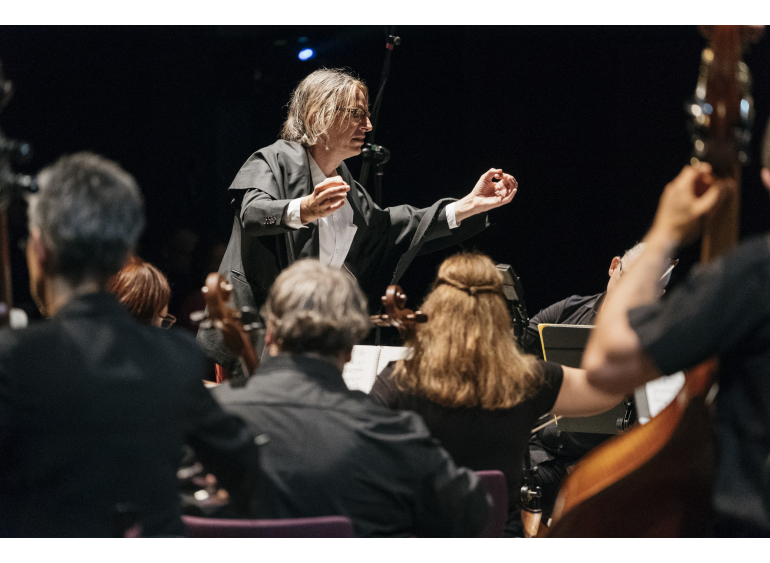 "Christian von Borries, ""Land of Music""—A New Year's Concert, 2018, musical performance, steirischer herbst, photo: Clara Wildberger"